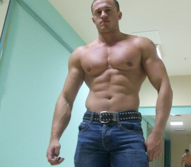 muscle cam gay